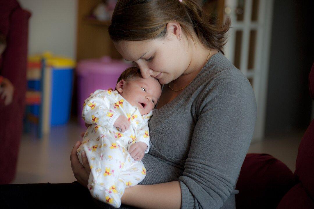 Fui demitida após ser mãe - mãe