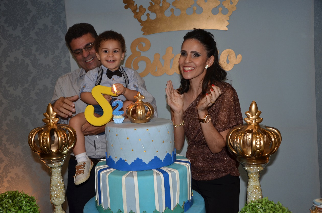 Festa de príncipe - família feliz