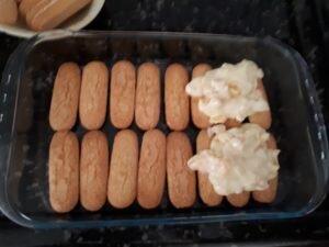 Pavê de pêssego - montagem das camadas - creme