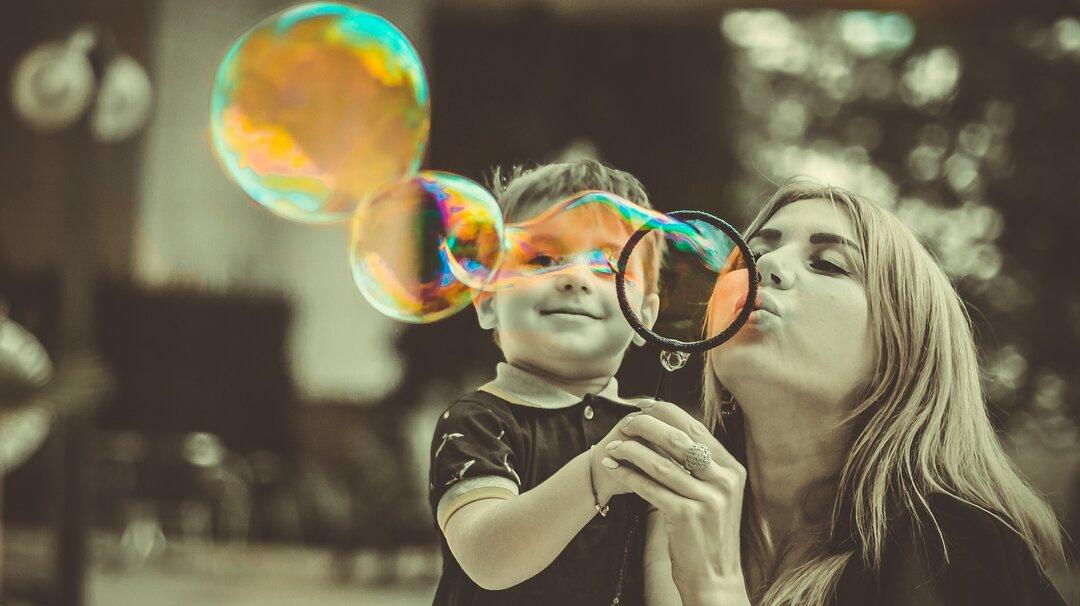 tempo junto com seu filho - bolha de sabão