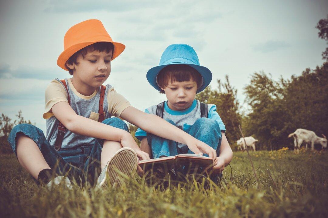 O que fazer com as crianças nas férias escolares - parque e livros