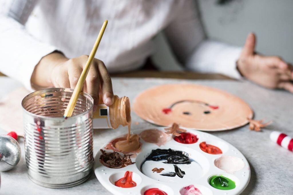 fazer com as crianças nas férias escolares - brincar com tinta