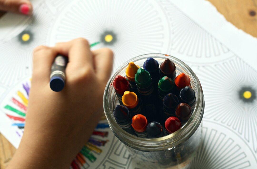 O que fazer nas férias escolares em casa - desenhar