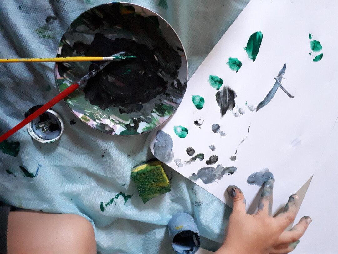 O que fazer nas férias escolares em casa - tinta e a bagunça