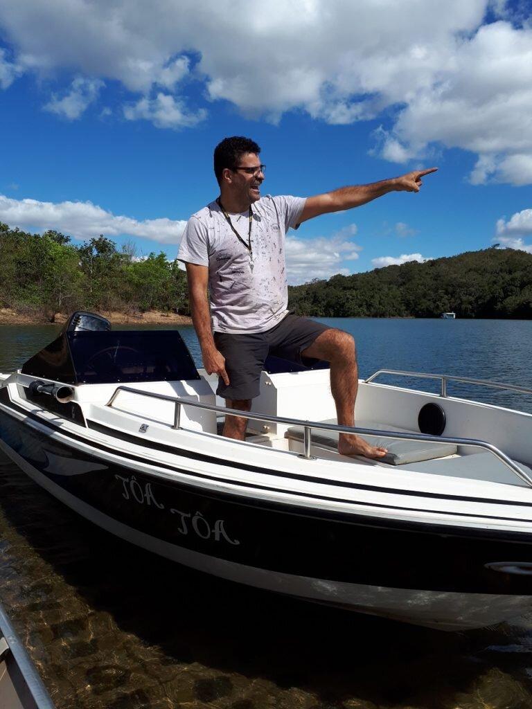Passeio no lago corumbá IV - o comandante