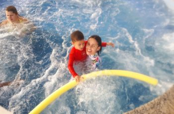Eu e ele no ofurô, nas férias em Caldas Novas no resort Encontro das Águas