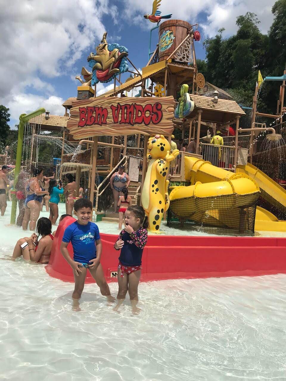 Estêvão e sua amiguinha no Rio Quente Resorts