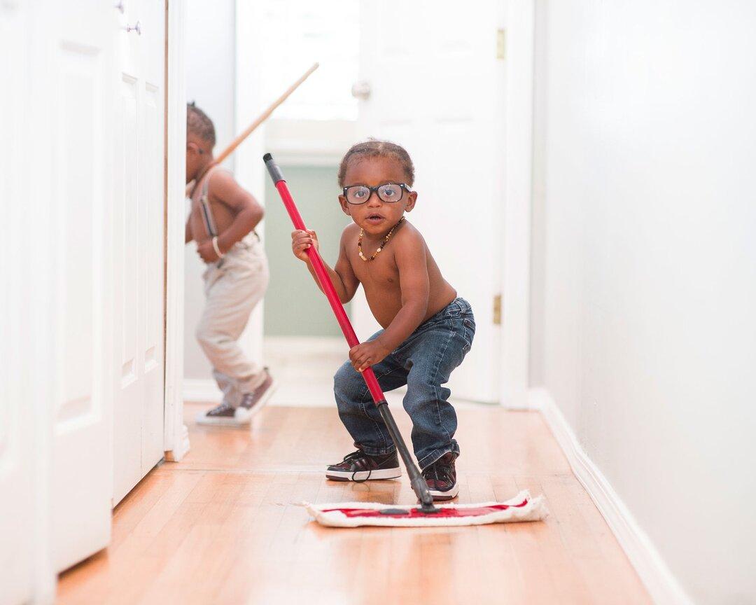 Seu filho pode ajudar na limpeza da casa