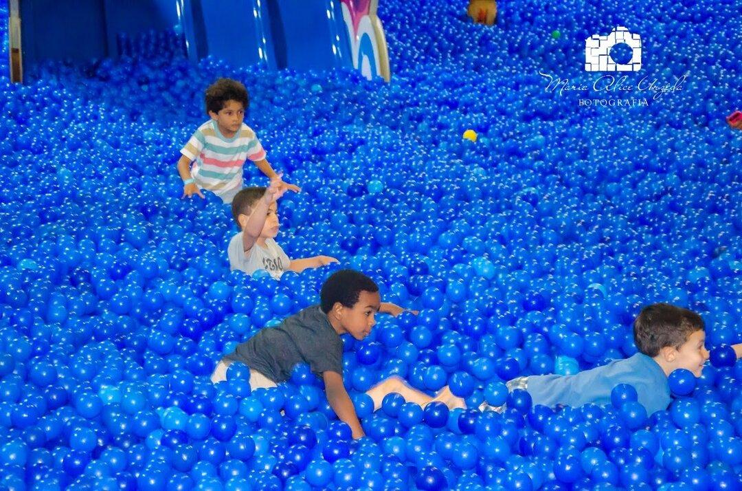 mar de bolinhas azuis
