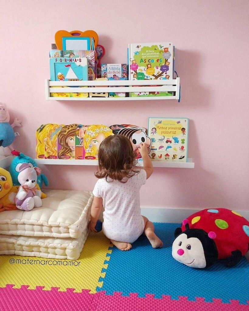 Decoracao quarto montessoriano - prateleira de livros